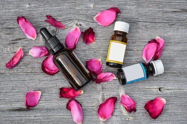 olejki eteryczne oraz płatki róż